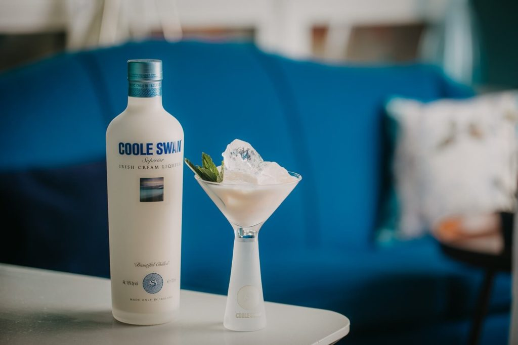 Coole Swan bottle and Cocktail